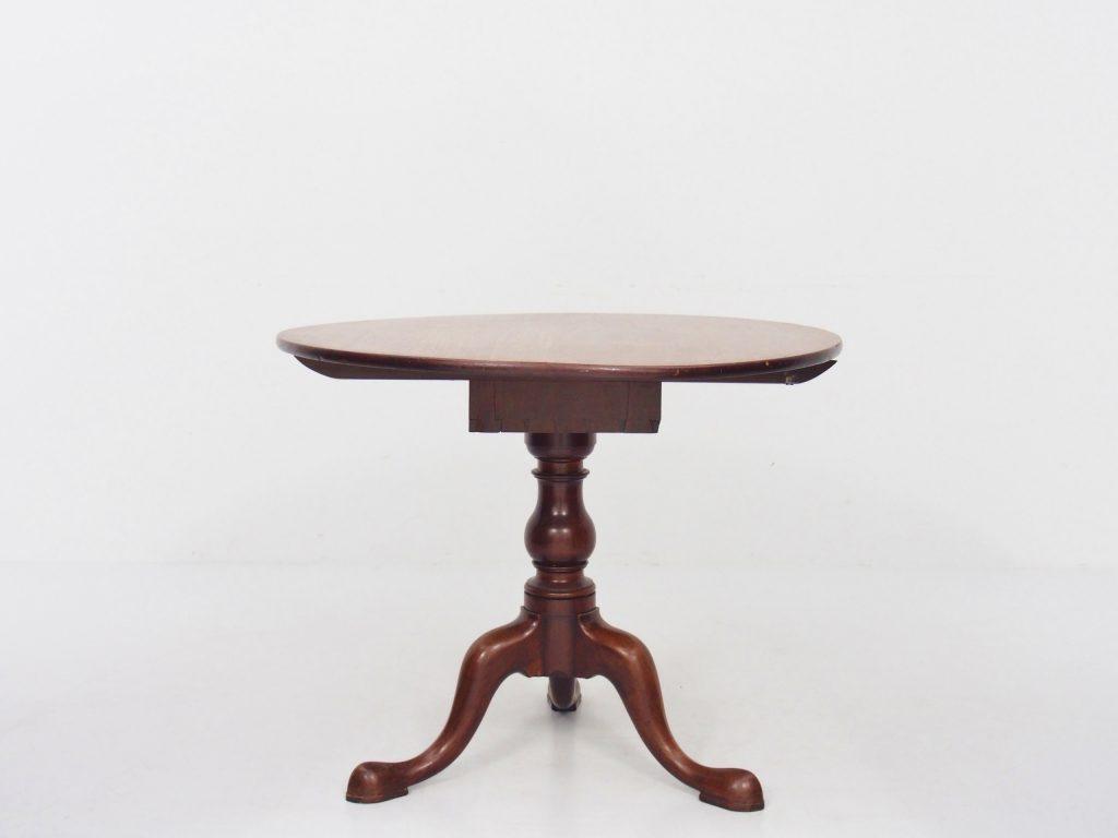 ティルトトップテーブル / 18050302029