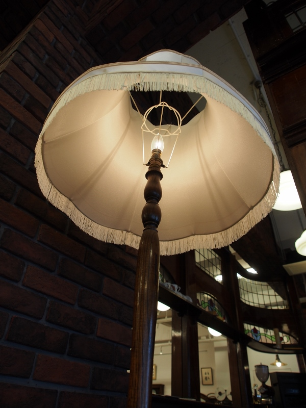 フロアーランプ スタンドランプ アンティークランプ ヴィンテージランプ アンティーク照明 ヴィンテージ照明 ヨーロッパ照明 イギリス照明 英国照明 UK照明 輸入照明 関西 大阪 北摂 箕面
