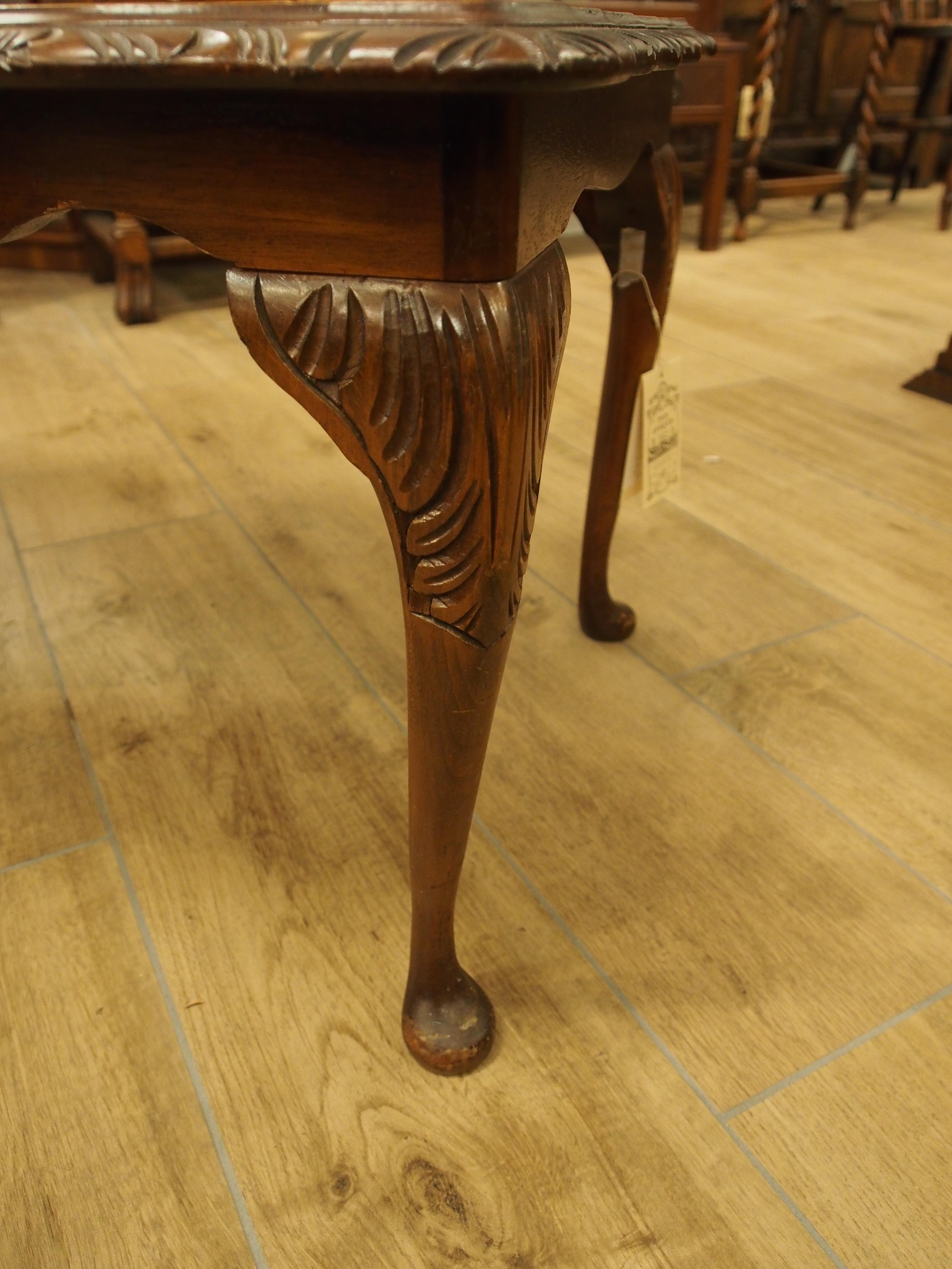 ウォールナットコーヒーテーブル コーヒーテーブル クイーンアン ネコ脚 彫刻 彫 ガラストップ アンティーク家具 ヴィンテージ家具 ヨーロッパ家具 イギリス家具 英国家具 UK 関西 大阪 箕面