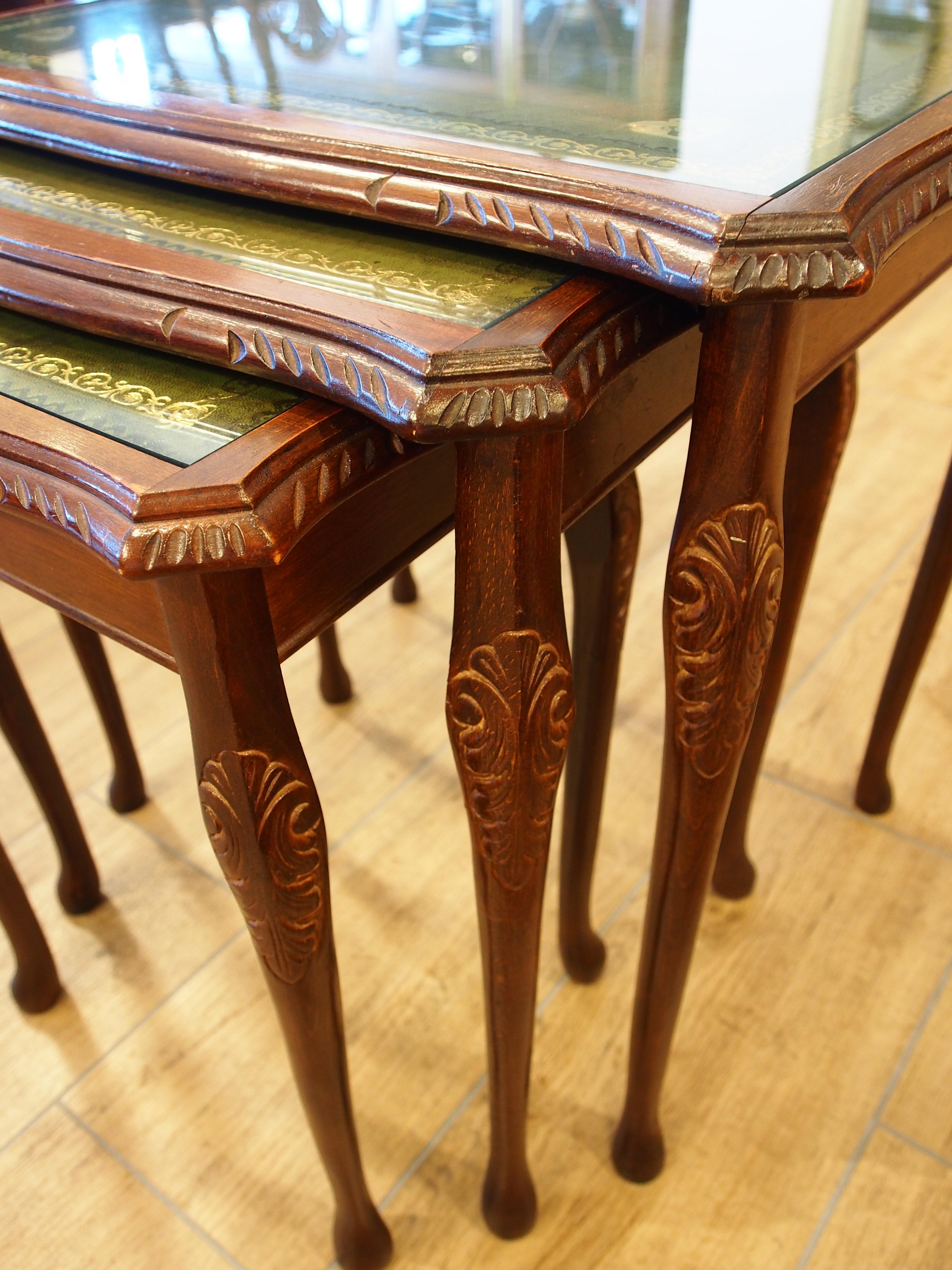 アンティーク家具 箕面 ネストテーブル サイドテーブル コーヒーテーブル ウォールナット ヴィンテージ家具  ビンテージ家具 イギリスアンティーク家具