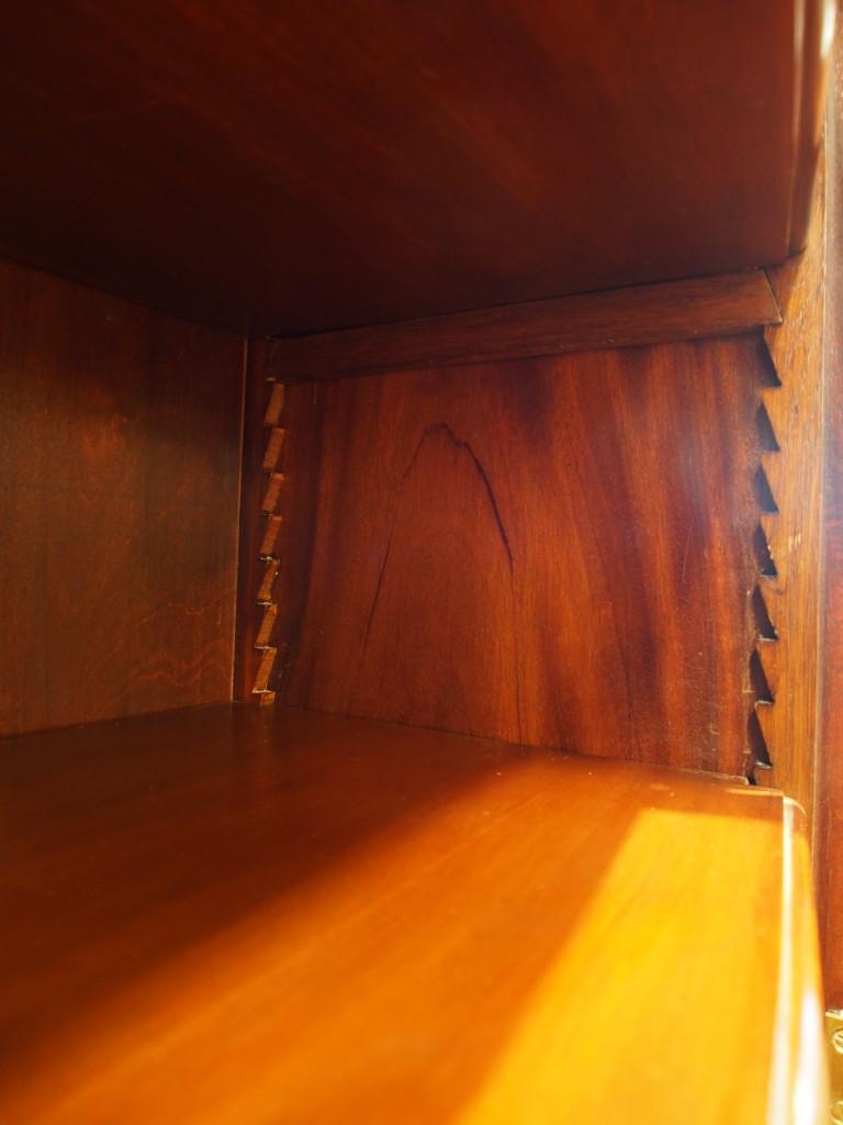 棚板は細かいピッチで調整できます。
