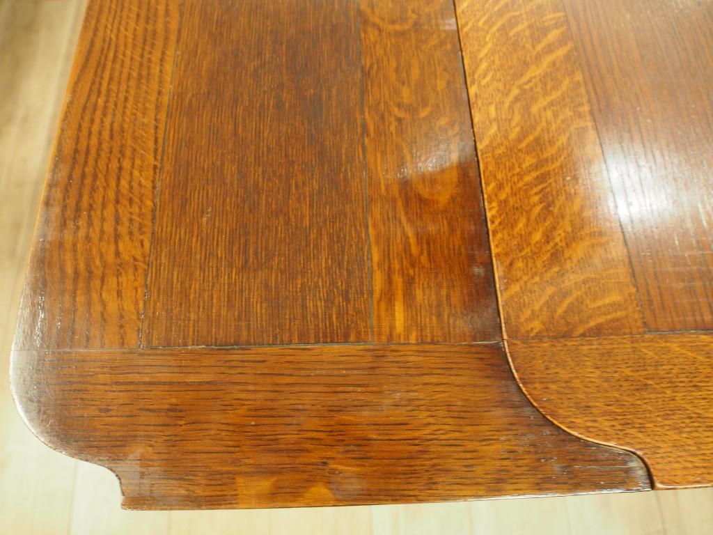 天板の四隅は丸みを帯びたデザイン