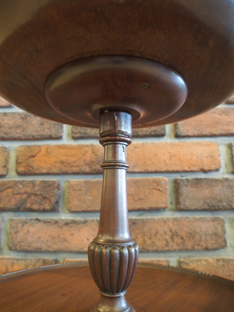 アンティーク家具 ワインテーブル サイドテーブル ミニテーブル ティーテーブル コーヒーテーブル ソファテーブル 花台 ベッドサイドテーブル マホガニー ツインアンティークス