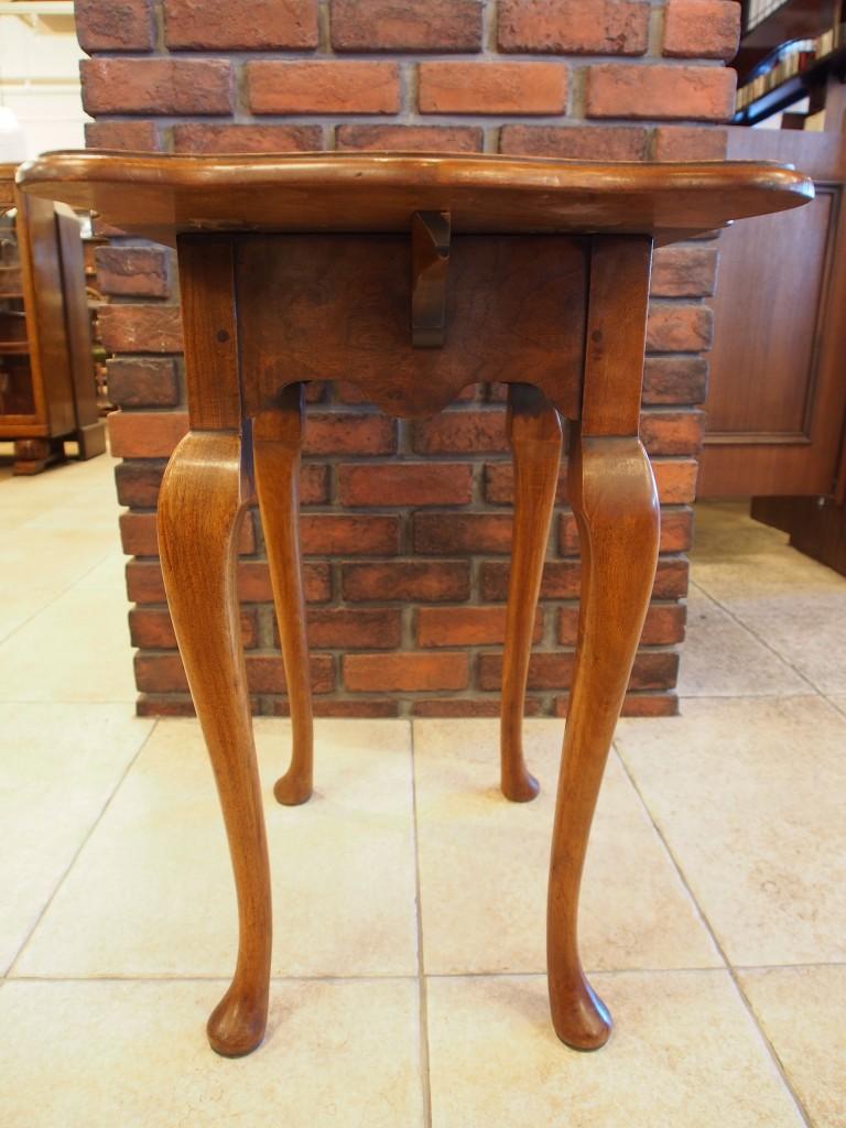 アンティーク家具 サイドテーブル ティーテーブル ベッドサイドテーブル 花台 電話台 ツインアンティーク 大阪