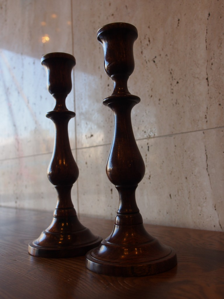 ろくろ彫の計算されたシルエットが綺麗です。