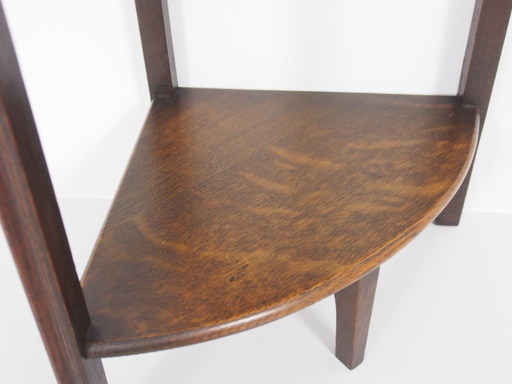 テーブル(小)右:下棚