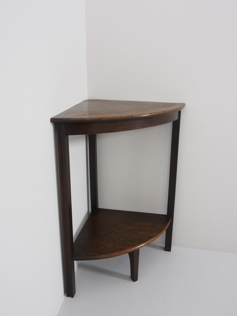 テーブル(小)はコーナーに置いても納まりが良いです。