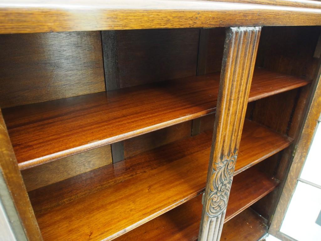 書庫内は区切られておらず、一つの空間になっています。
