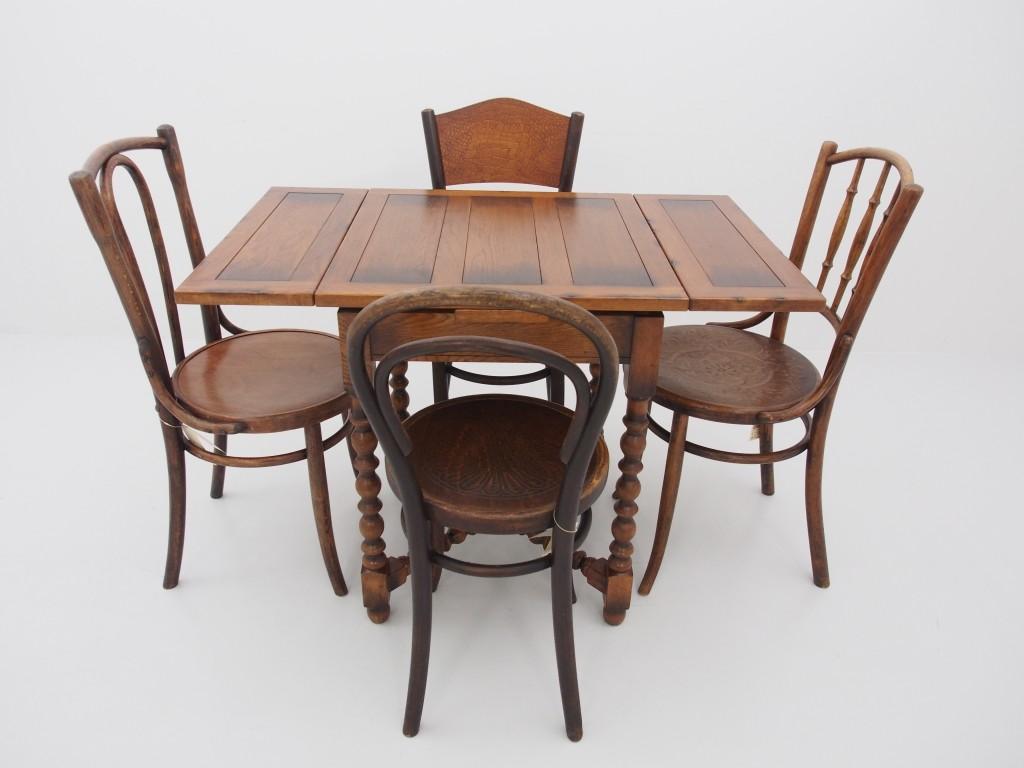 チェア組み合わせ例 右【13110201001 Bentwood Spindle Chair】 左【13110201004 Round Long Hoopback Chair】 奥【13040301132 Bentwood Chair】 手前【13110201009 Hoopback Chair】