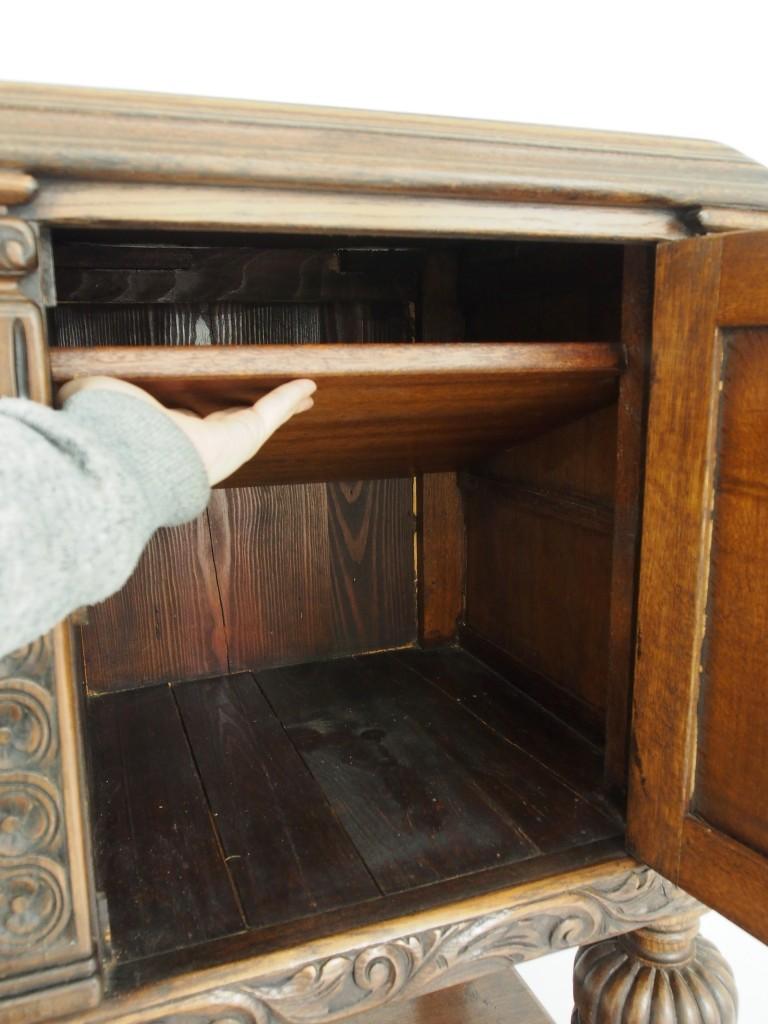 開き戸:右内部(棚板は取り外し可能です)