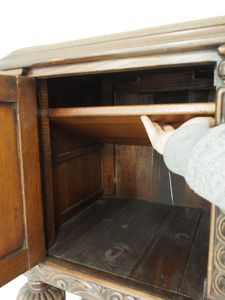 開き戸:左内部(棚板は取り外し可能です)