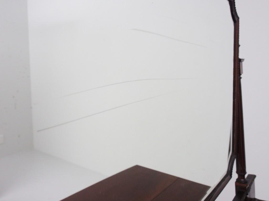 ミラー部分に経年劣化による横線が見受けられます。 別途有料となりますが、ミラーは新しい物に交換可能です。