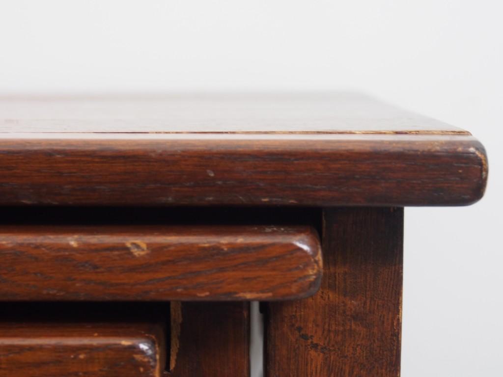 Lサイズ天板の右前あたり 接合部に反りが見受けられます。(※1~3)
