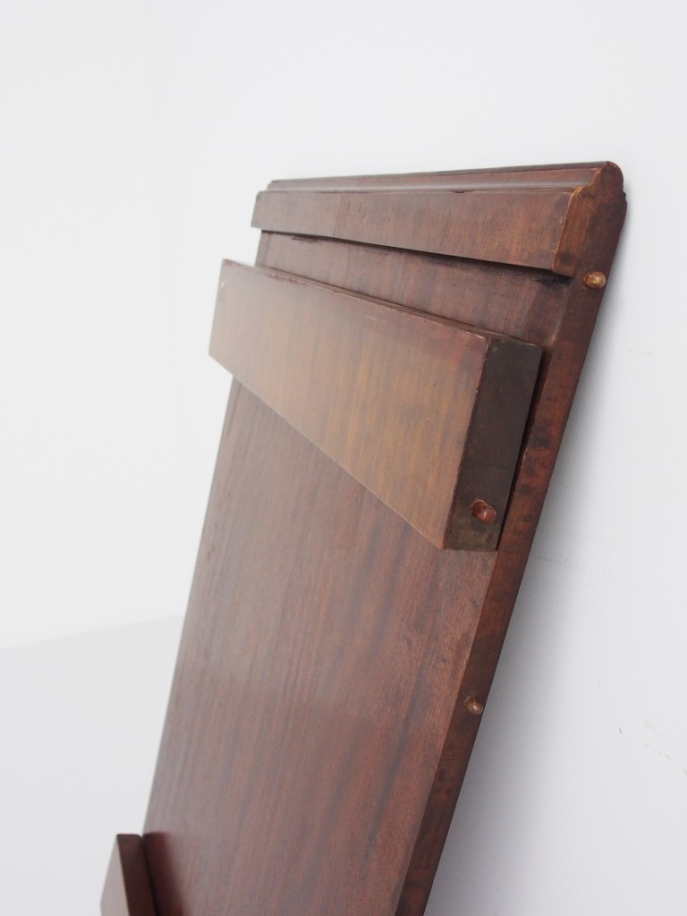 幕板をたたんだ時の板の厚みは6センチとなります。コンパクトに収納が可能です。