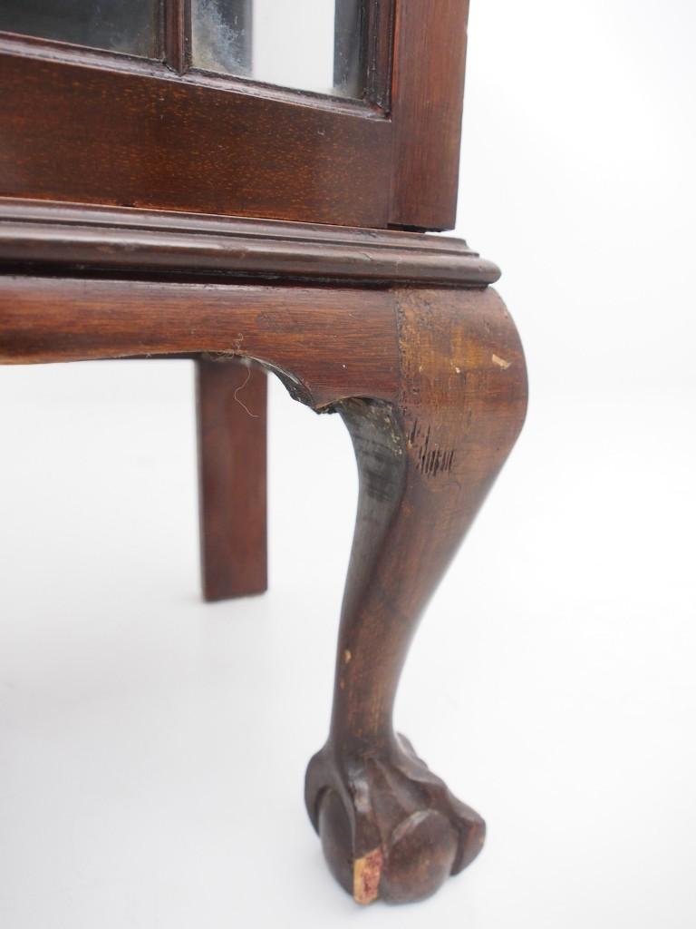 脚元との欠けはメンテナンスで修復します。