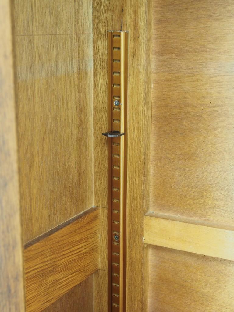 棚は取り外し可能で、棚間も微調整できます。