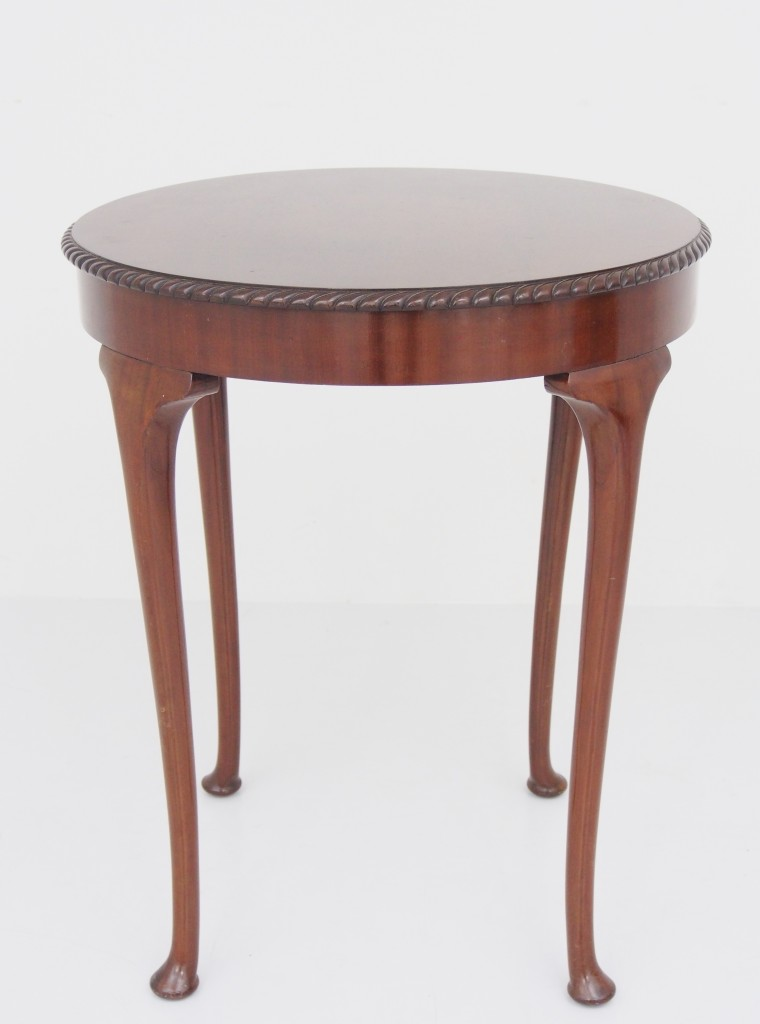 アンティーク家具 アンティーク ラウンドテーブル サイドテーブル オケージョナルテーブル マホガニー クイーンアン様式 チッペンデール様式 ツインアンティークス