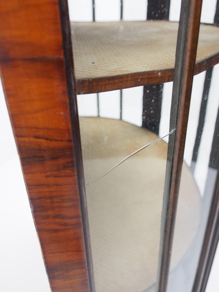 左サイドのガラスにヒビが入っていますが、こちらは新しいガラスに入れ替えます。