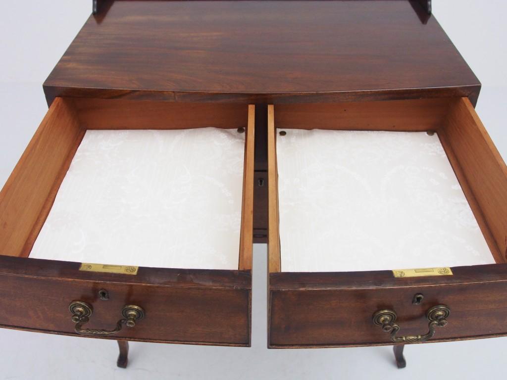 上段引き出し内部 白い布は取り外すことが可能です。